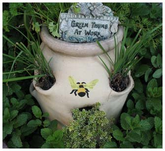 Stenciled Bee Planter from www.all-about-stencils.com