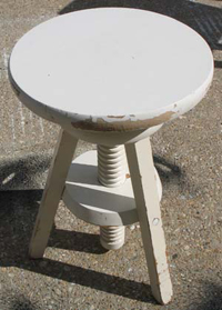 Stenciling a Stool from www.all-about-stencils.com