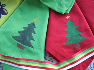 Stenciled Christmas Napkins from www.all-about-stencils.com