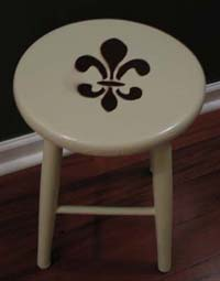 painting makeover with spray paint stencils and a simple fleur de lis. Black Bedroom Furniture Sets. Home Design Ideas