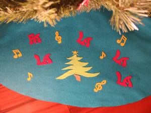 Retro Christmas Tree Skirt from www.all-about-stencils.com