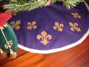 Christmas Tree Skirt Fleur de lis from www.all-about-stencils.com