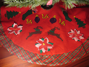Christmas Tree Skirt from www.all-about-stencils.com